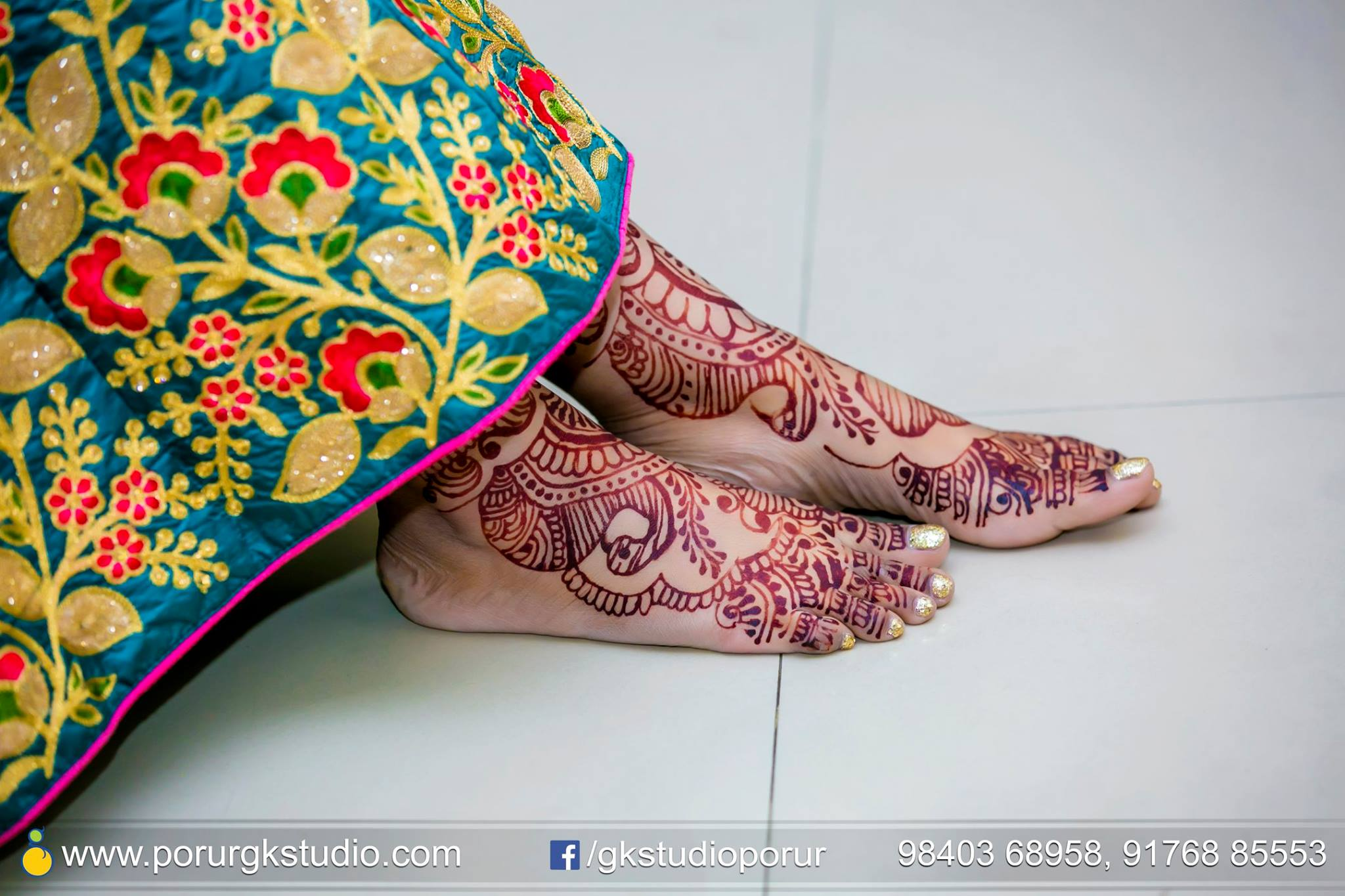 Simple feet mehndi