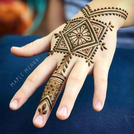 Beautiful Square design arabic mehndi