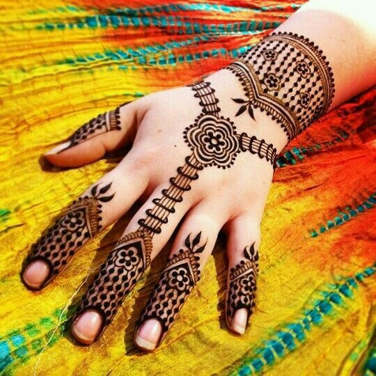 Simple dots Mehndi design