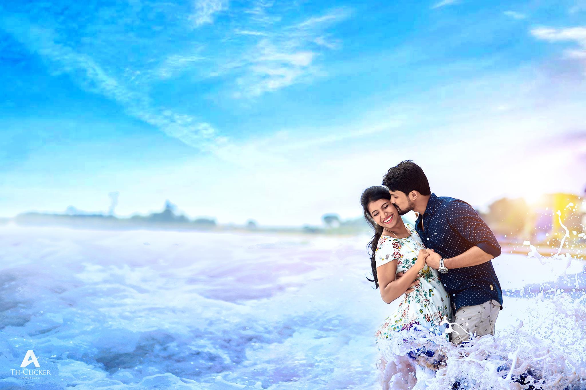 A kiss in water splash