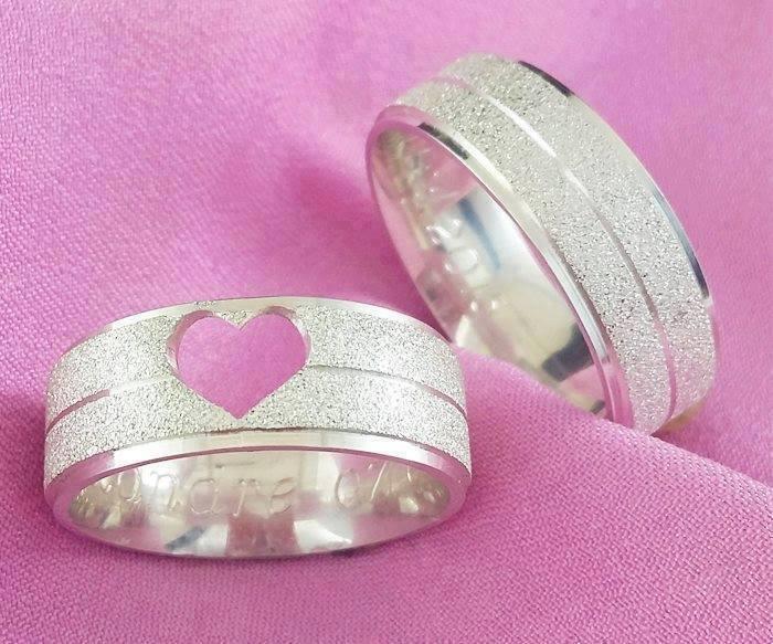 glittering platinum heart shape wedding ring